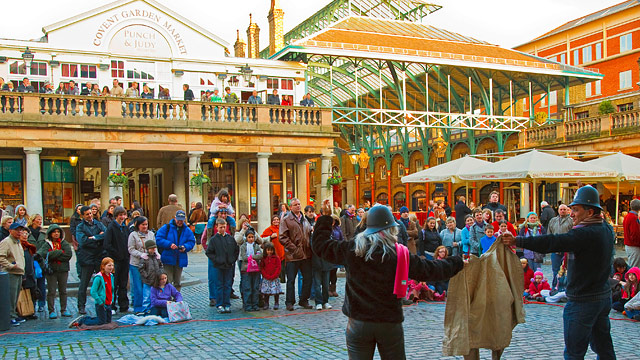 Street performers in Covent Gardens.